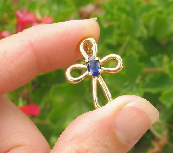 Natural Sapphire and diamond cross pendant in 18K white gold w//chain PDT070017