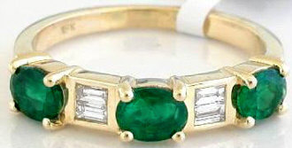 1.13 ctw Emerald Diamond Ring in 18k yellow gold