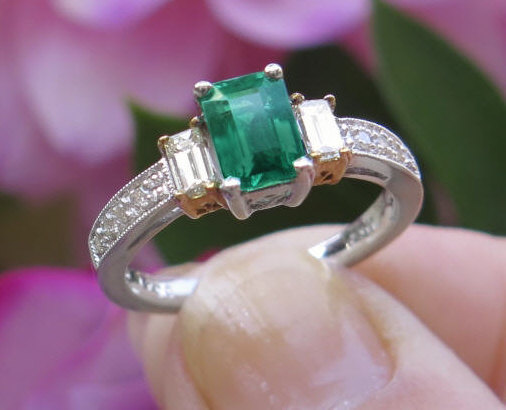 Genuine Emerald Ring In 14k White Gold Gr 5817