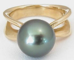 10.5mm Peacock Hued Tahitian Pearl Solitaire Ring in 14k yellow gold