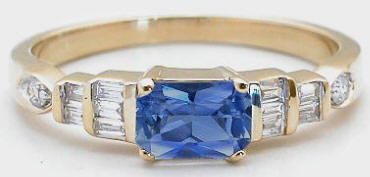 Ceylon Sapphire and Diamond Ring in 14k yellow gold